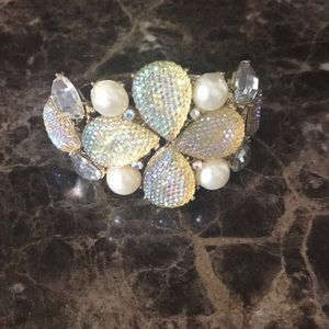 Jewelry - Pearl and crystal bracelet.
